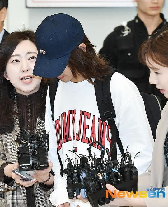 Khung cảnh hỗn loạn Jung Joon Young bị phóng viên bao vây khi về nước: Nhìn là biết dư luận Hàn Quốc phẫn nộ cỡ nào! - Ảnh 4.
