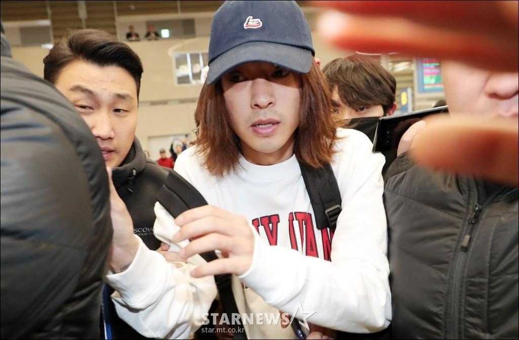 Khung cảnh hỗn loạn Jung Joon Young bị phóng viên bao vây khi về nước: Nhìn là biết dư luận Hàn Quốc phẫn nộ cỡ nào! - Ảnh 5.