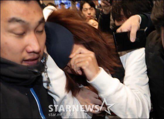 Khung cảnh hỗn loạn Jung Joon Young bị phóng viên bao vây khi về nước: Nhìn là biết dư luận Hàn Quốc phẫn nộ cỡ nào! - Ảnh 9.
