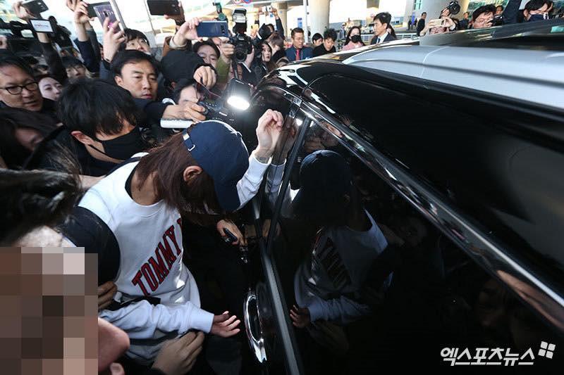 Khung cảnh hỗn loạn Jung Joon Young bị phóng viên bao vây khi về nước: Nhìn là biết dư luận Hàn Quốc phẫn nộ cỡ nào! - Ảnh 11.