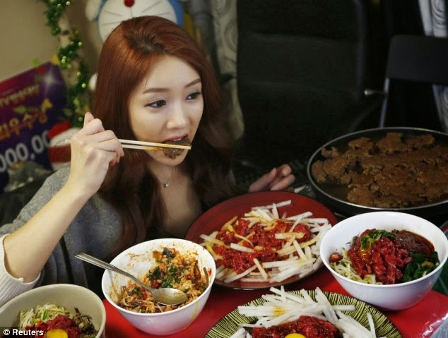 Con gái Hàn ăn đồ dầu mỡ, cay xè da vẫn đẹp nhờ bí quyết dinh dưỡng sau đây - Ảnh 2.