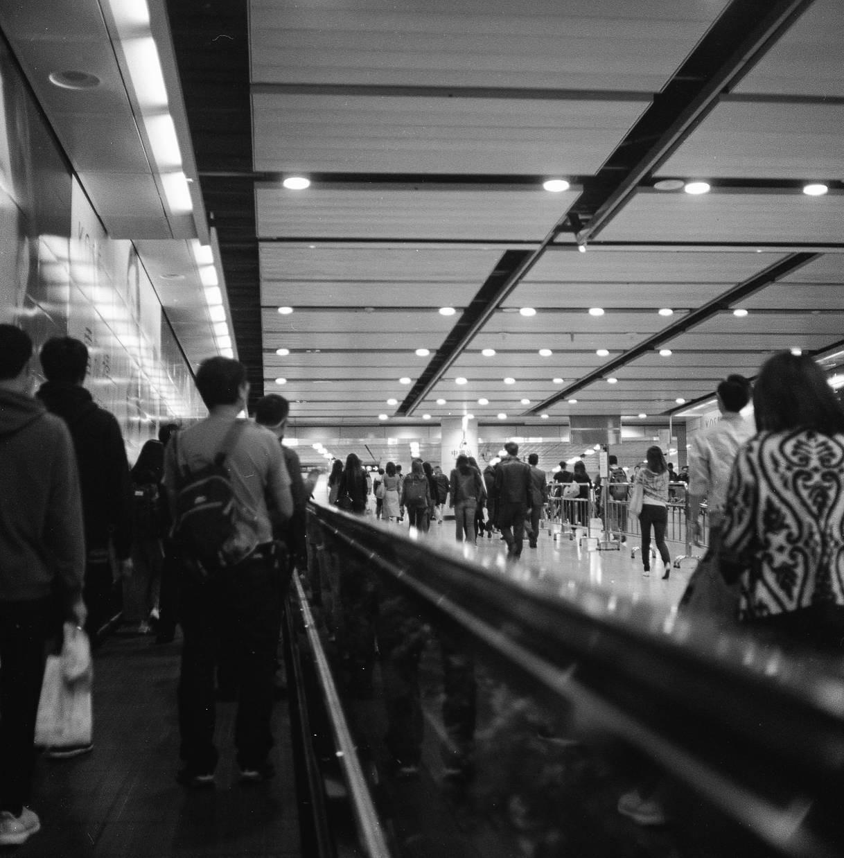 Có một Hong Kong tràn ngập mĩ cảm điện ảnh qua lăng kính của nhiếp ảnh gia người Đài Loan - Ảnh 5.