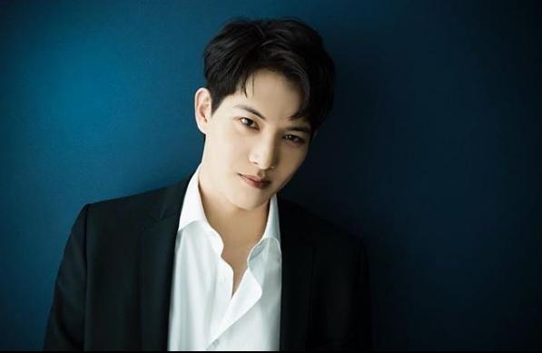 Clip ngang nhiên sờ ngực idol nữ bất ngờ hot, Lee Jong Hyun (CNBLUE) đang là nhân vật Lee bị tình nghi trong vụ Seungri - Ảnh 4.