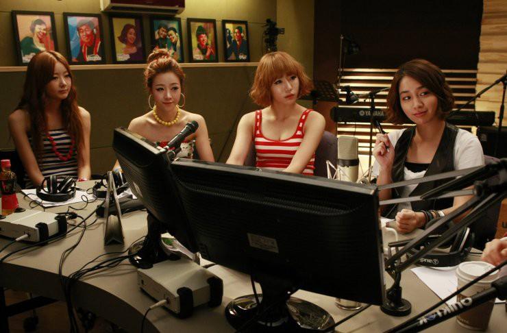 Muốn biết showbiz Hàn đáng sợ ra sao, xem ngay 4 bộ phim đình đám này! - Ảnh 2.
