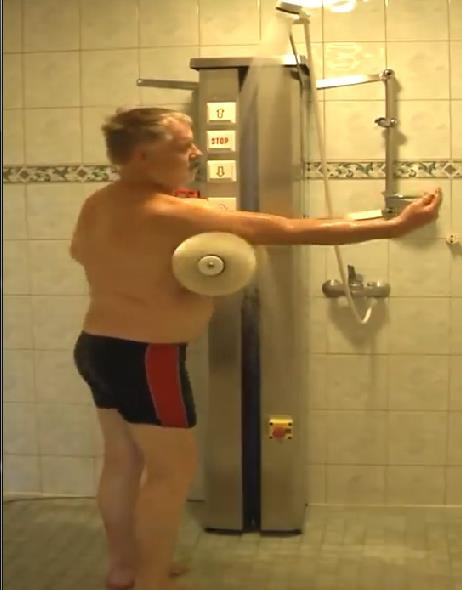Nhìn qua tưởng máy rửa xe, lại gần mới biết là máy tắm tự động của ông chú Phần Lan - Ảnh 5.