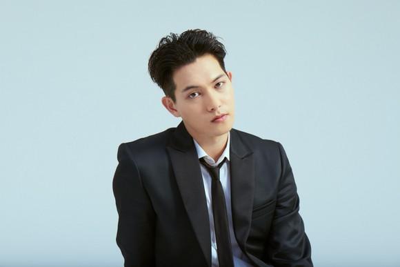 Clip ngang nhiên sờ ngực idol nữ bất ngờ hot, Lee Jong Hyun (CNBLUE) đang là nhân vật Lee bị tình nghi trong vụ Seungri - Ảnh 3.