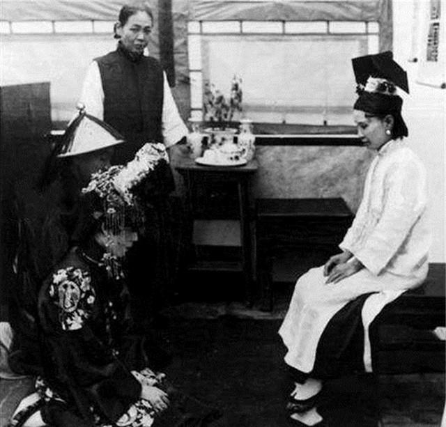 Ảnh hiếm về cách tổ chức hôn lễ của một gia đình quý tộc Trung Quốc thời nhà Thanh xưa kia - Ảnh 3.