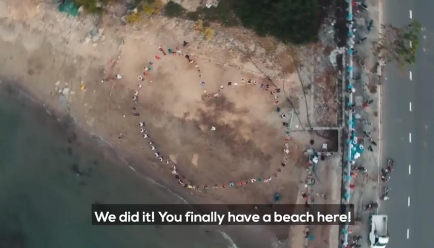 Clip về sự thay đổi của bãi biển Nha Trang nhờ nhóm bạn ngoại quốc khiến cộng đồng trầm trồ: Nơi ngập rác thành sân bóng cho trẻ em - Ảnh 8.