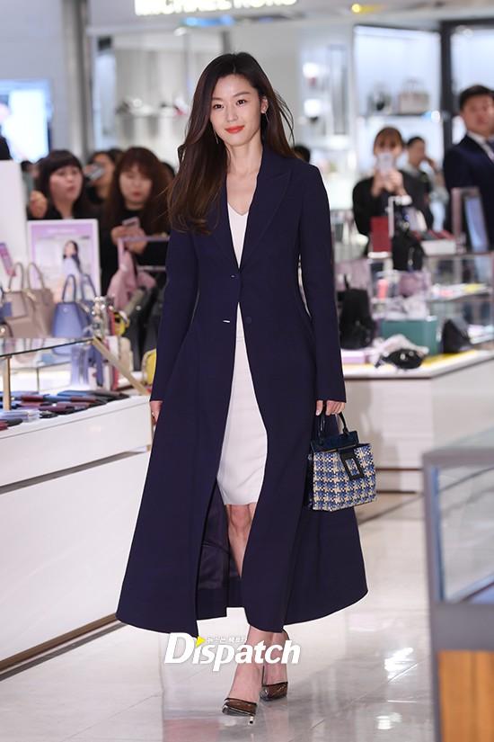 Đẹp không góc chết thế này, bảo sao Jeon Ji Hyun chỉ makeup sương sương, ăn vận đơn giản mà vẫn khiến dân tình ngẩn ngơ - Ảnh 6.