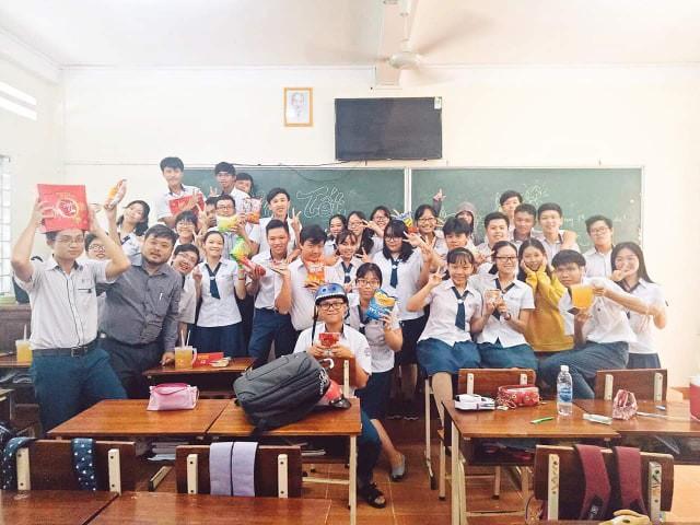 Học sinh trường chuyên ở Vĩnh Long bày trò vẽ tâm thư năn nỉ cô giáo để được thi lại - Ảnh 4.