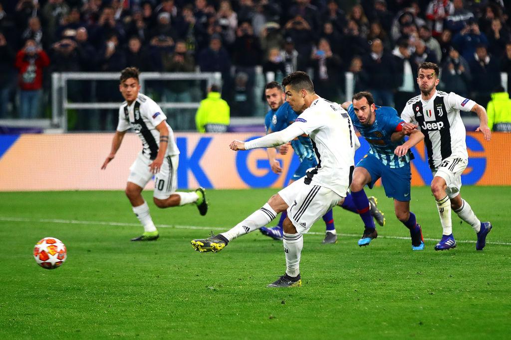 Ronaldo lập đại kỳ tích, Real Madrid chẳng liên quan cũng bị chọc quê - Ảnh 2.