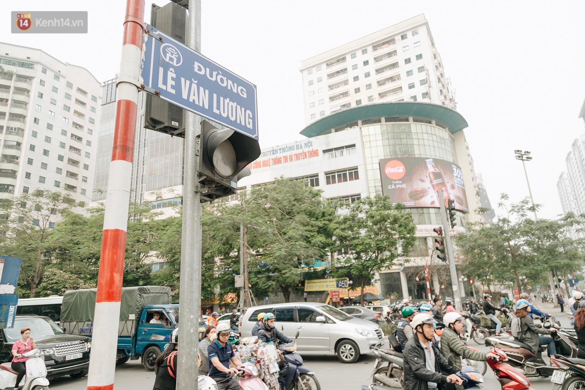 Chuyên gia và người dân nói về thí điểm cấm xe máy trên 2 tuyến đường ở Hà Nội: Phải có lộ trình, sau đó từng bước phát triển hạ tầng, giao thông công cộng - Ảnh 1.