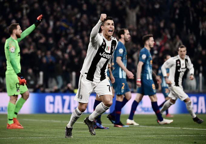 Fan ngả mũ thán phục, đòi CLB dựng tượng Ronaldo sau màn trình diễn thần thánh tại Champions League - Ảnh 1.
