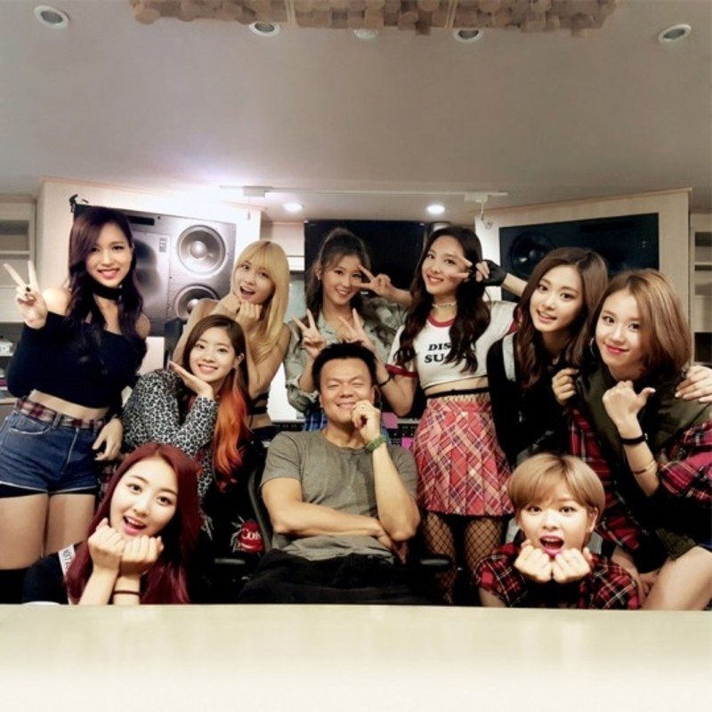 JYP lên tiếng trước tin đồn mỹ nhân nhóm TWICE dính líu tới loạt bê bối nghiêm trọng - Ảnh 1.