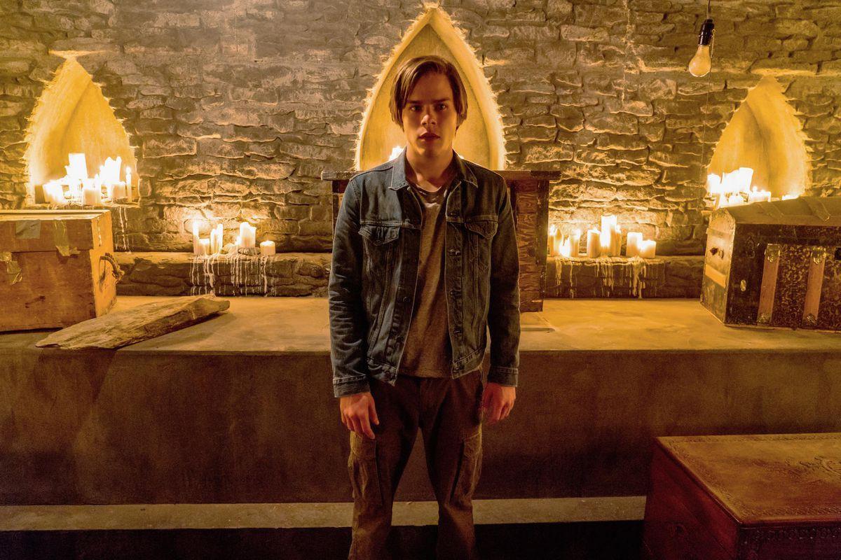 The Order - Vampire Diaries bản Netflix hay một bộ phim kinh dị teen nhạt nhòa? - Ảnh 2.