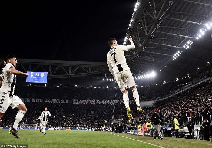 Ronaldo, anh là ai? Vị thần hay kẻ gian lận?
