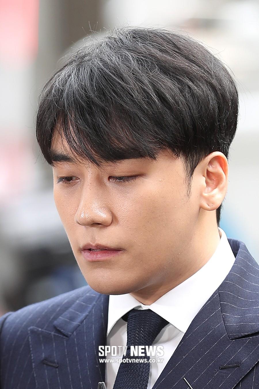 Clip Seungri chính thức trình diện để thẩm vấn: Vẫn đi xe sang nhưng tiều tuỵ hẳn, mắt đỏ rưng rưng xin lỗi nạn nhân - Ảnh 10.