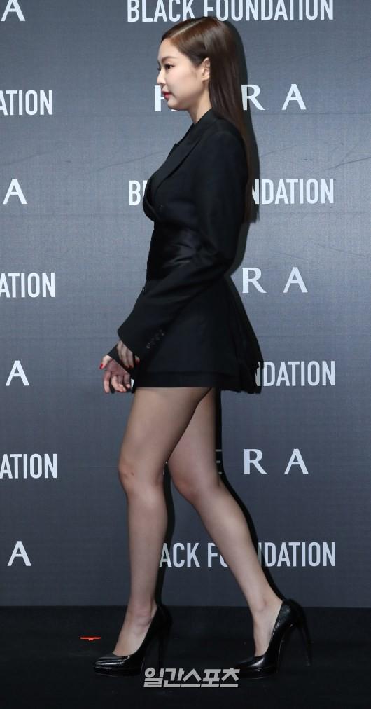 Jennie (Black Pink) lộ diện sau tin đồn chấn động: Vừa tươi tắn vừa sang chảnh, nhưng suýt hớ hênh vì váy quá ngắn - Ảnh 3.