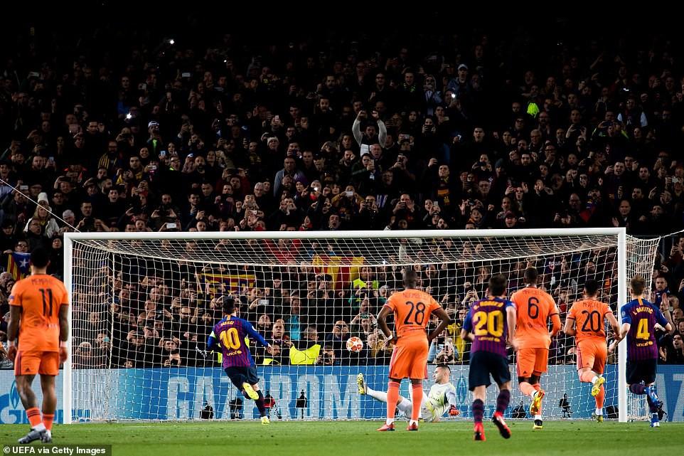 Ronaldo gọi, Messi trả lời: Bọ chét nguyên tử trình diễn phong độ thần thánh trong chiến thắng hủy diệt 5-1 trước Lyon (Pháp) - Ảnh 4.