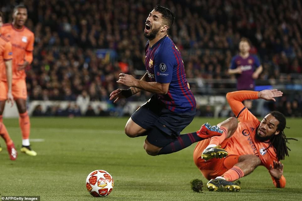 Ronaldo gọi, Messi trả lời: Bọ chét nguyên tử trình diễn phong độ thần thánh trong chiến thắng hủy diệt 5-1 trước Lyon (Pháp) - Ảnh 2.