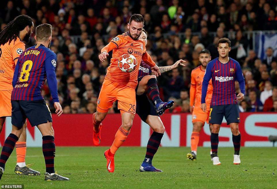 Ronaldo gọi, Messi trả lời: Bọ chét nguyên tử trình diễn phong độ thần thánh trong chiến thắng hủy diệt 5-1 trước Lyon (Pháp) - Ảnh 8.