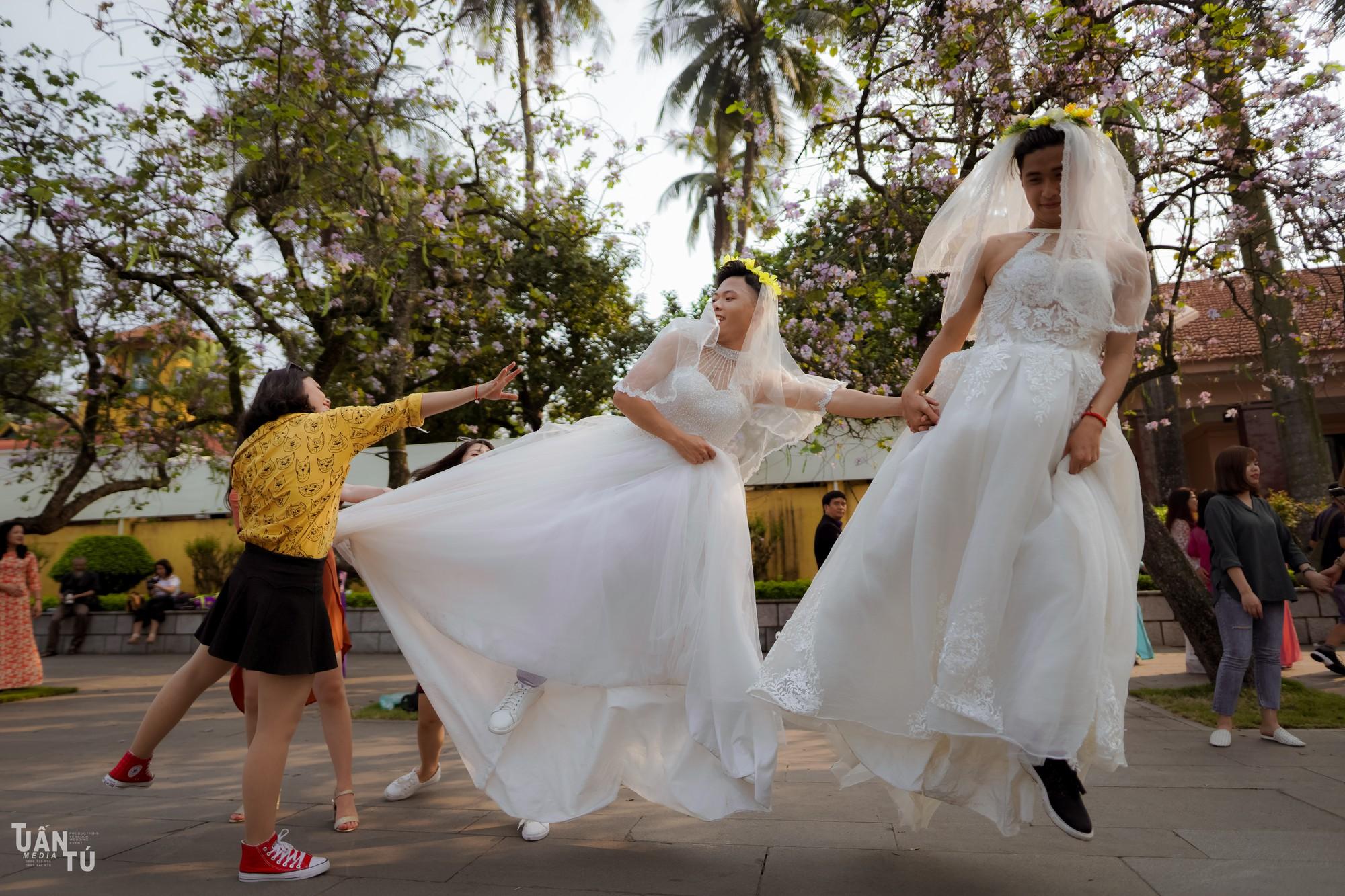 Lớp có mỗi 3 thằng con trai, hôm chụp kỷ yếu mặc váy cô dâu và ra đời bộ ảnh chất thế này đây - Ảnh 8.