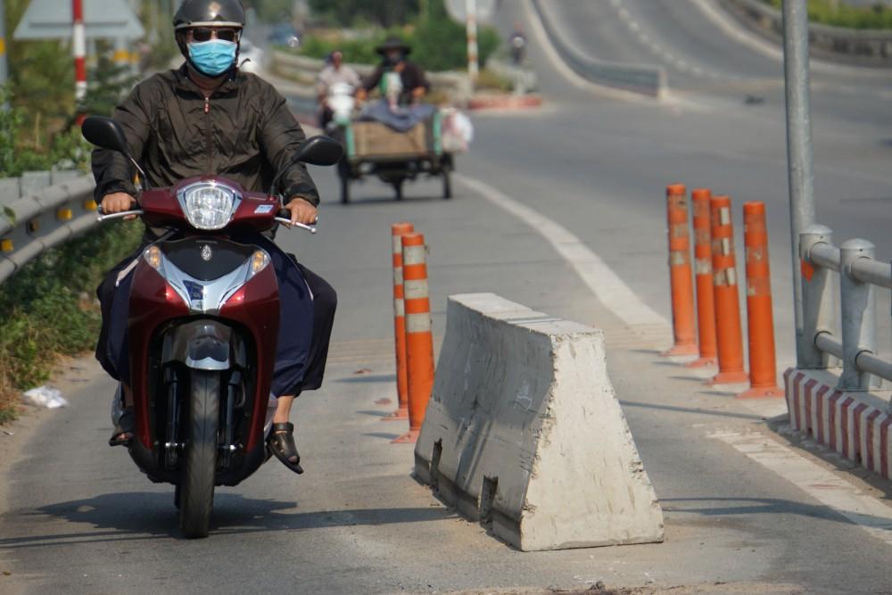 """TP. HCM: Đơn vị lắp cục bê tông chặn tô vào làn xe máy gây chết người trên cao tốc """"khẳng định không sai"""" - Ảnh 2."""