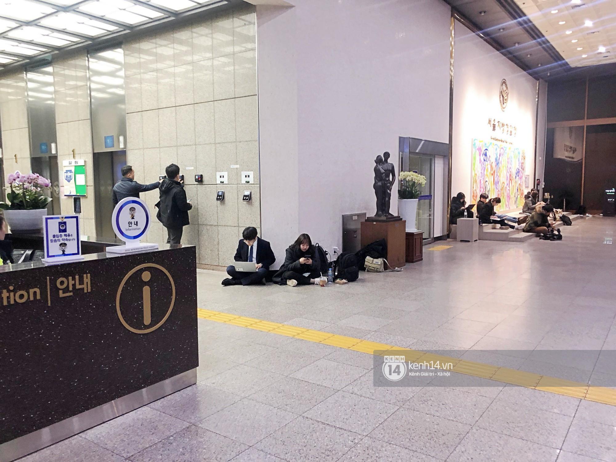Tường thuật độc quyền từ Hàn Quốc: Seungri, Jung Joon Young chuẩn bị thẩm vấn xong, không khí hiện tại ra sao? - Ảnh 3.