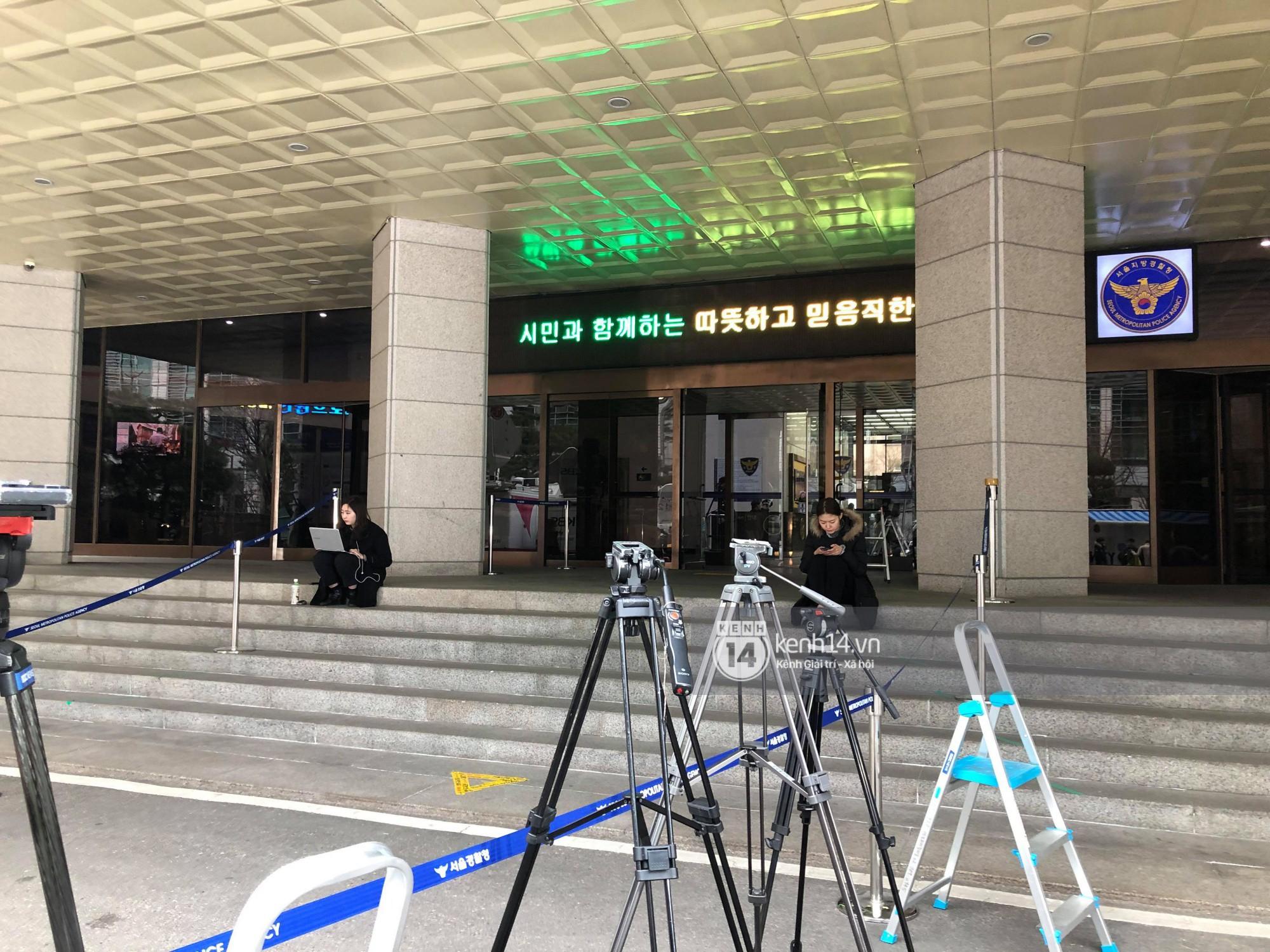 Tường thuật độc quyền từ Hàn Quốc: Seungri, Jung Joon Young chuẩn bị thẩm vấn xong, không khí hiện tại ra sao? - Ảnh 13.