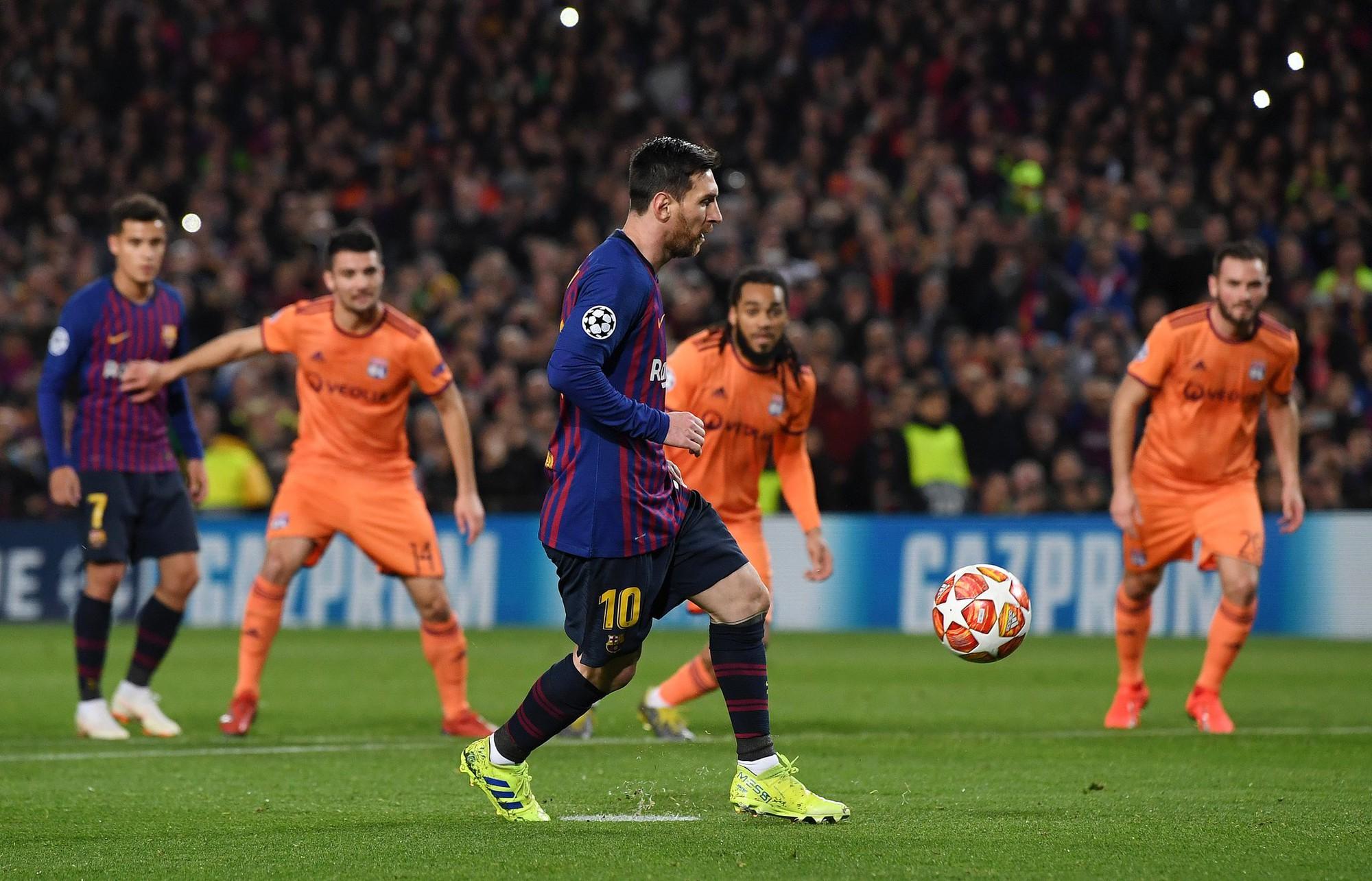 Ronaldo gọi, Messi trả lời: Bọ chét nguyên tử trình diễn phong độ thần thánh trong chiến thắng hủy diệt 5-1 trước Lyon (Pháp) - Ảnh 3.