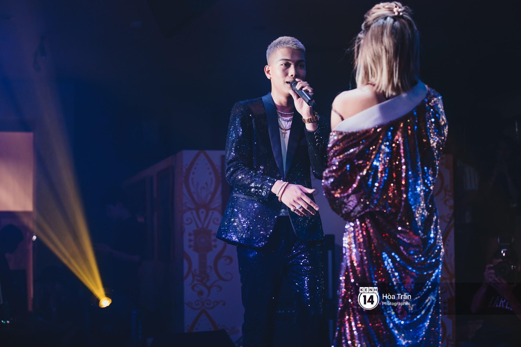 Emily và Big Daddy khóa môi nhau cực ngọt, công khai nói lời yêu lãng mạn tại concert đầu tiên trong sự nghiệp - Ảnh 10.