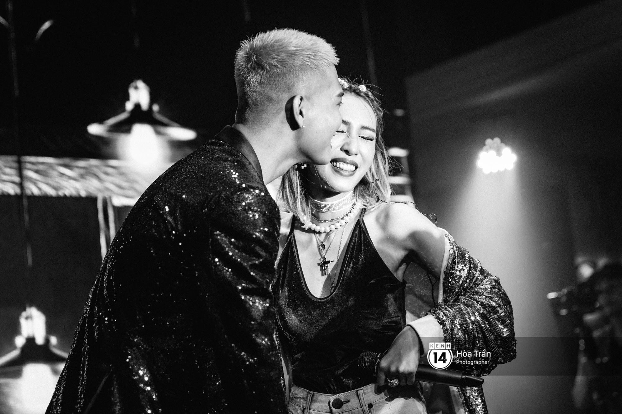 Emily và Big Daddy khóa môi nhau cực ngọt, công khai nói lời yêu lãng mạn tại concert đầu tiên trong sự nghiệp - Ảnh 8.