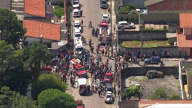Xả súng ở trường học Brazil, 25 người thương vong - Ảnh 1.