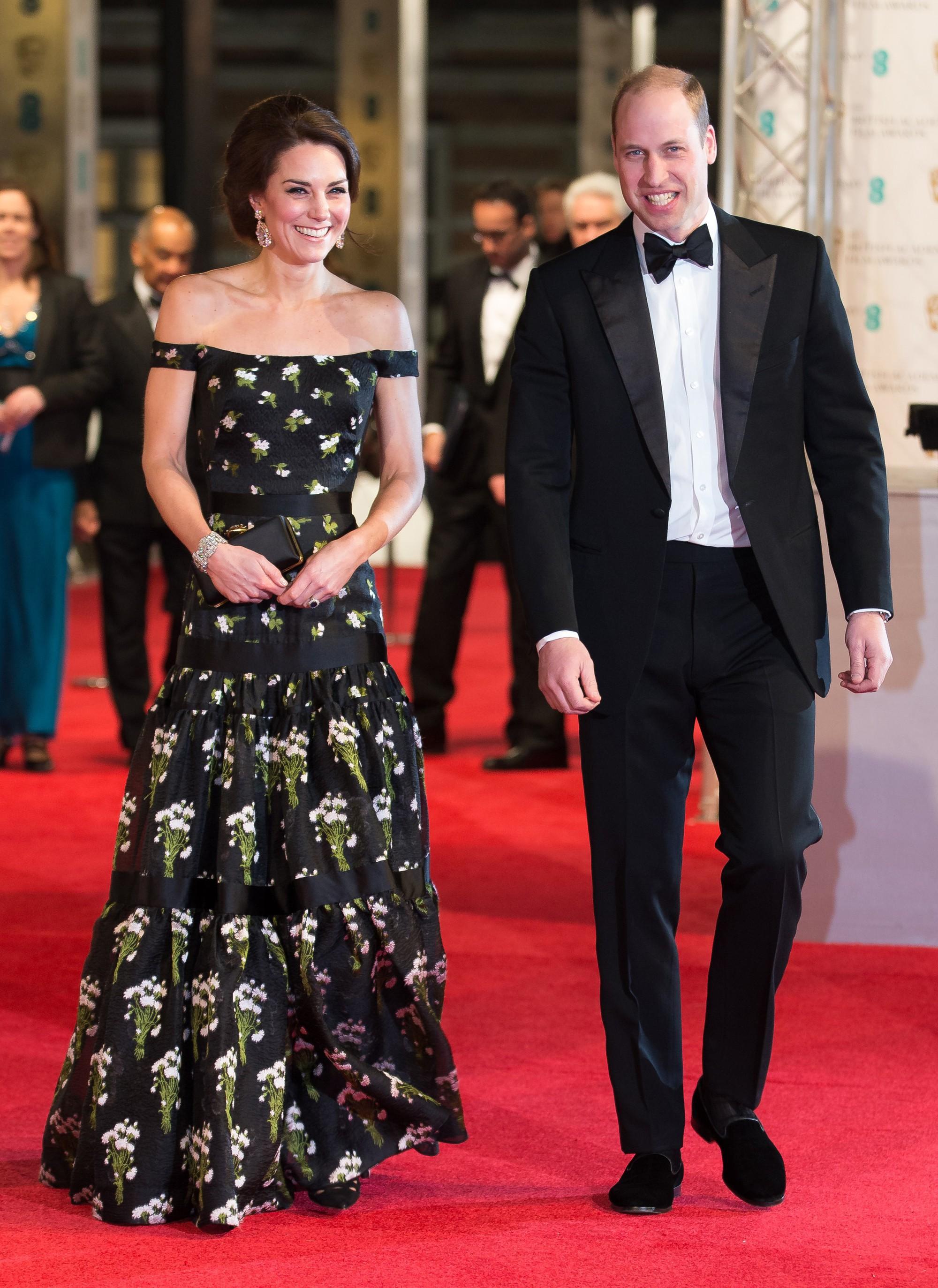 """Kate Middleton khiến dân tình """"phục lăn"""" vì chế lại váy quá sức tài tình, đạt ngưỡng đỉnh cao tiết kiệm như Công nương Diana - Ảnh 4."""