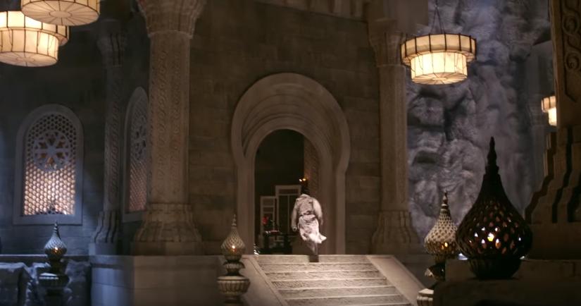 Ngạc nhiên chưa, khi mà cả võ lâm còn thắp sáng bằng nến thì Minh Giáo của Tân Ỷ Thiên Đồ Long Ký 2019 đã dùng hẳn... đèn pha - Ảnh 5.