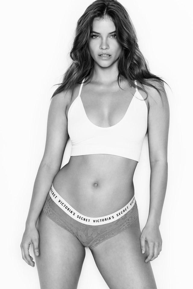 Victorias Secret vừa kết nạp một thiên thần đùi to khác biệt hẳn với dàn thiên thần gầy nhẳng quen thuộc - Ảnh 1.