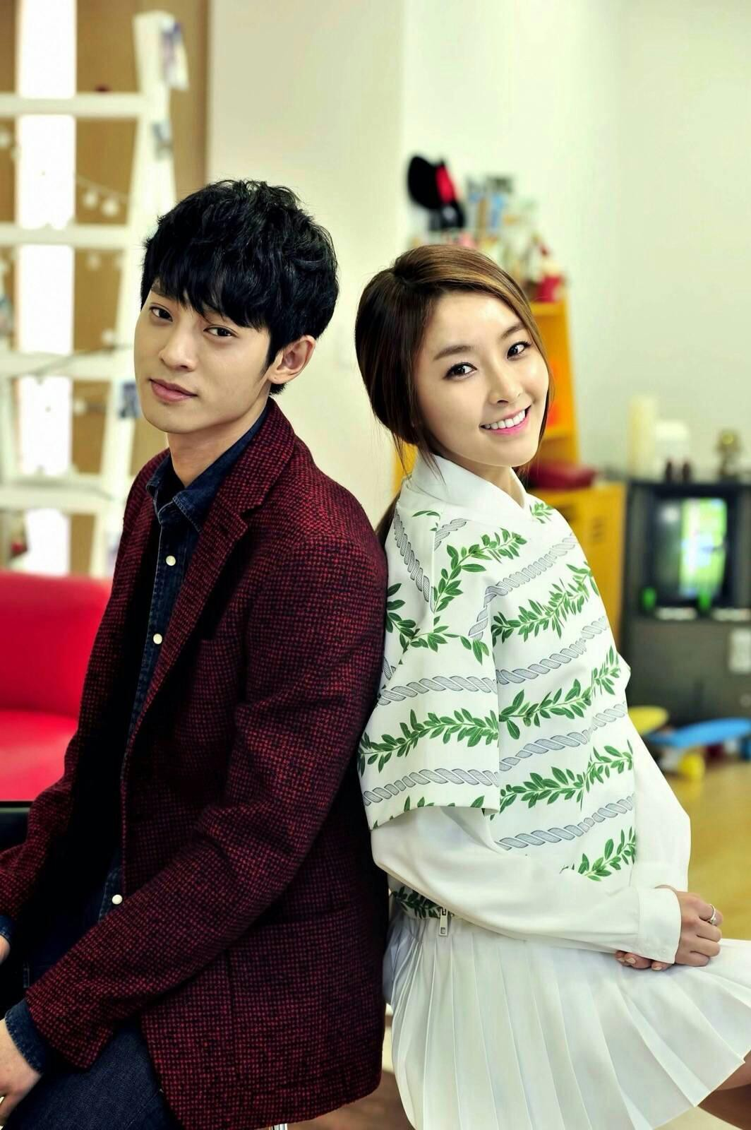 Hội bạn gái tin đồn đẹp như tiên làm gì, phản ứng ra sao giữa tâm bão bê bối chấn động của Seungri, Jung Joon Young? - Ảnh 3.