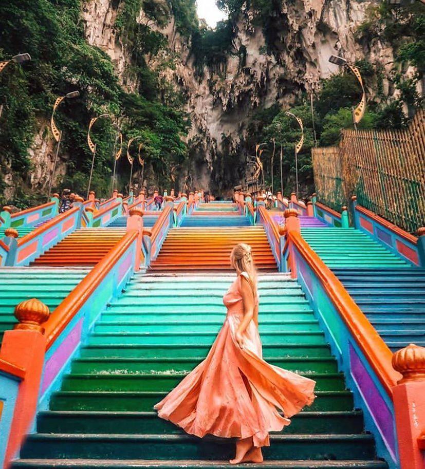 Không thể bỏ lỡ nấc thang cầu vồng 12 năm mới xuất hiện một lần tại hang động nổi tiếng nhất Malaysia - Ảnh 4.