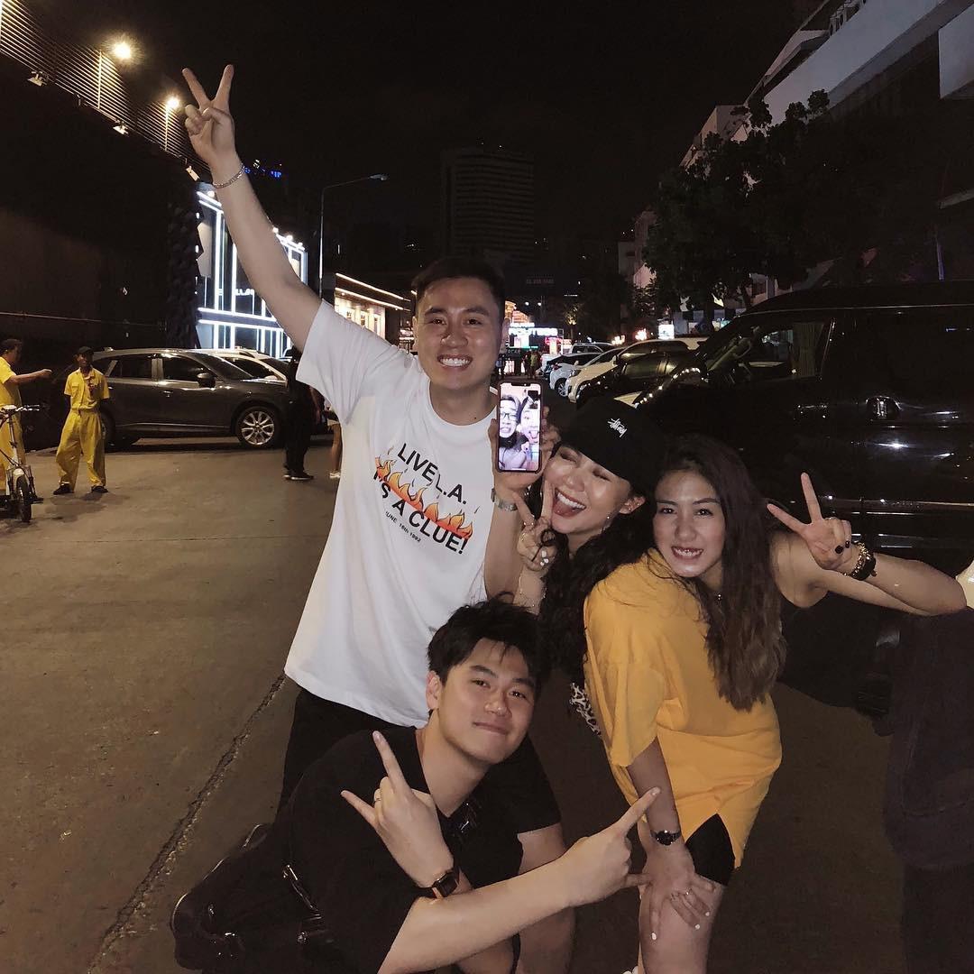 Sang Thái xem concert Maroon 5, hai gia đình hot nhất MXH rủ nhau ăn sập Bangkok chỉ trong 3 ngày - Ảnh 2.