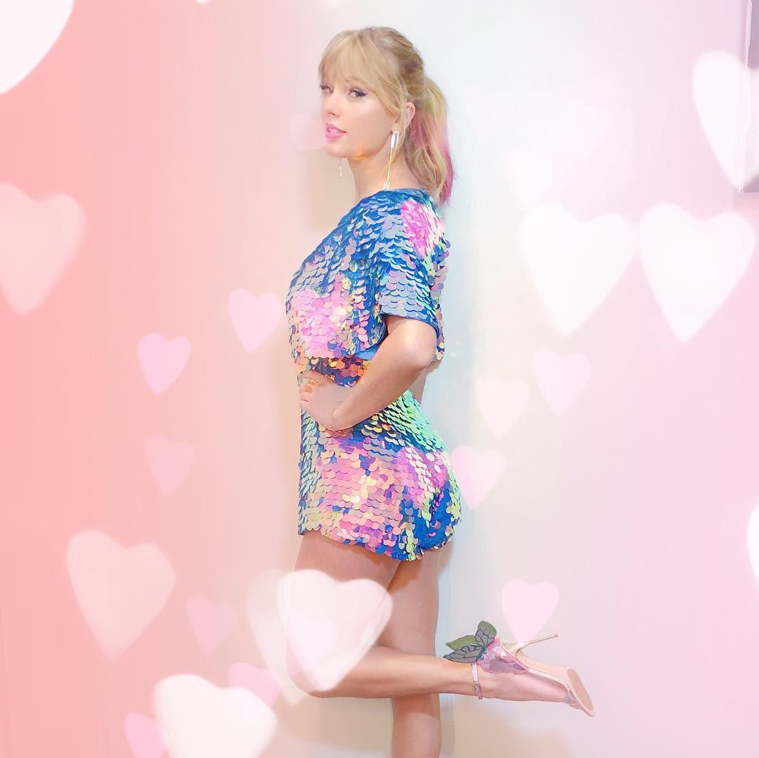 Thảm đỏ iHeartRadio: Taylor Swift chiếm hết spotlight, Katy Perry và Tiffany (SNSD) diện đồ khó đỡ - Ảnh 3.