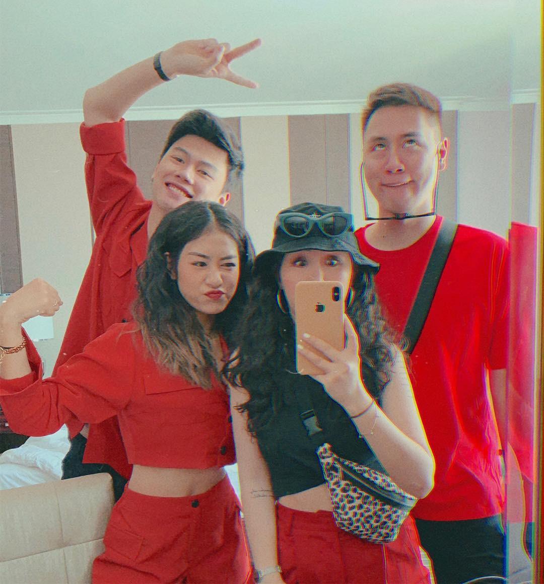 Sang Thái xem concert Maroon 5, hai gia đình hot nhất MXH rủ nhau ăn sập Bangkok chỉ trong 3 ngày - Ảnh 1.