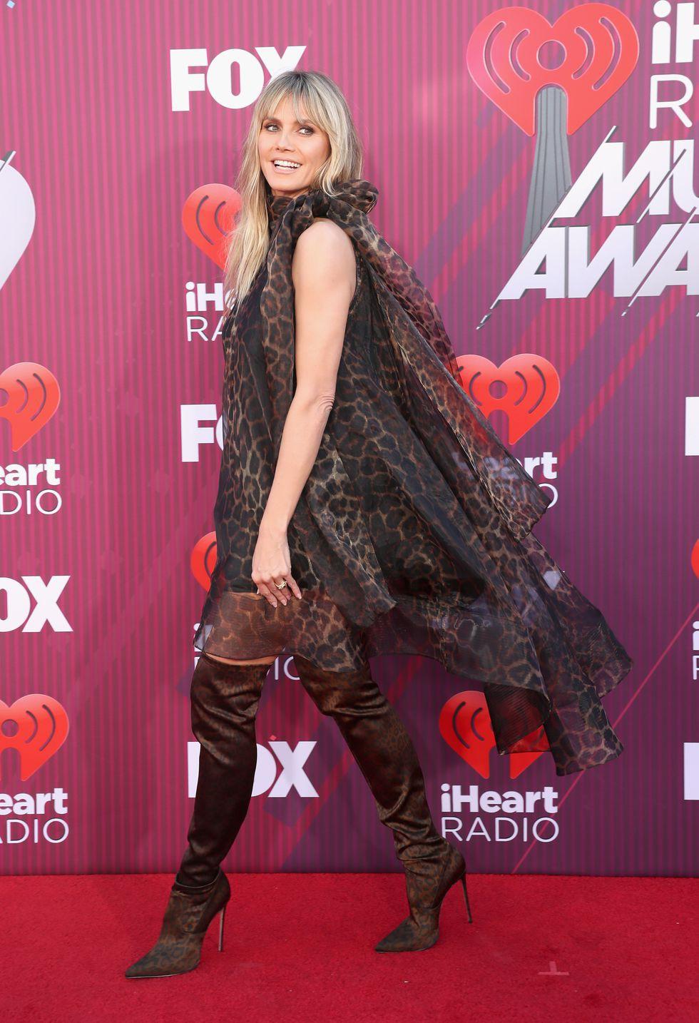 Thảm đỏ iHeartRadio: Taylor Swift chiếm hết spotlight, Katy Perry và Tiffany (SNSD) diện đồ khó đỡ - Ảnh 12.