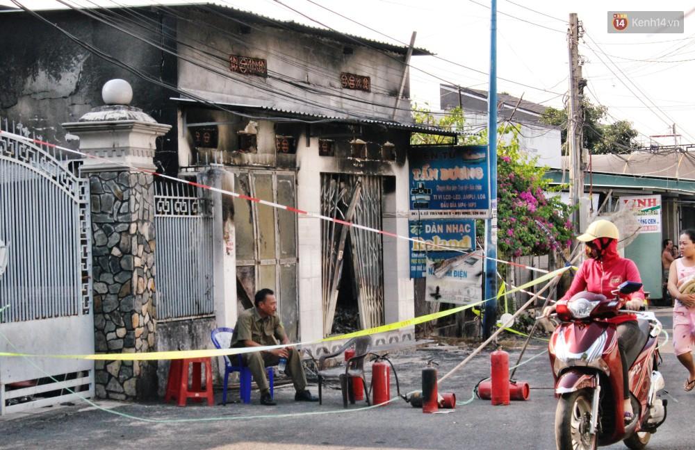 Chùm ảnh: Hiện trường vụ cháy tang thương ở Vũng Tàu khiến bé gái 10 tuổi tử vong cùng bố mẹ - Ảnh 2.