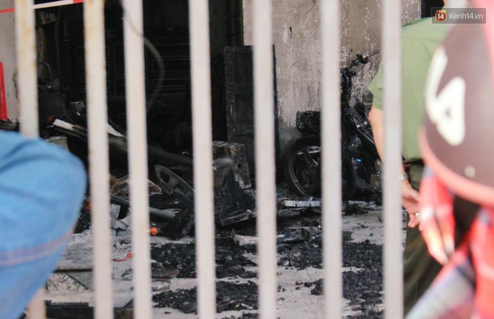 Chùm ảnh: Hiện trường vụ cháy tang thương ở Vũng Tàu khiến bé gái 10 tuổi tử vong cùng bố mẹ - Ảnh 5.