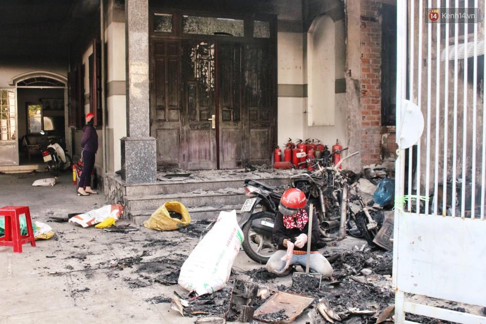 Chùm ảnh: Hiện trường vụ cháy tang thương ở Vũng Tàu khiến bé gái 10 tuổi tử vong cùng bố mẹ - Ảnh 13.