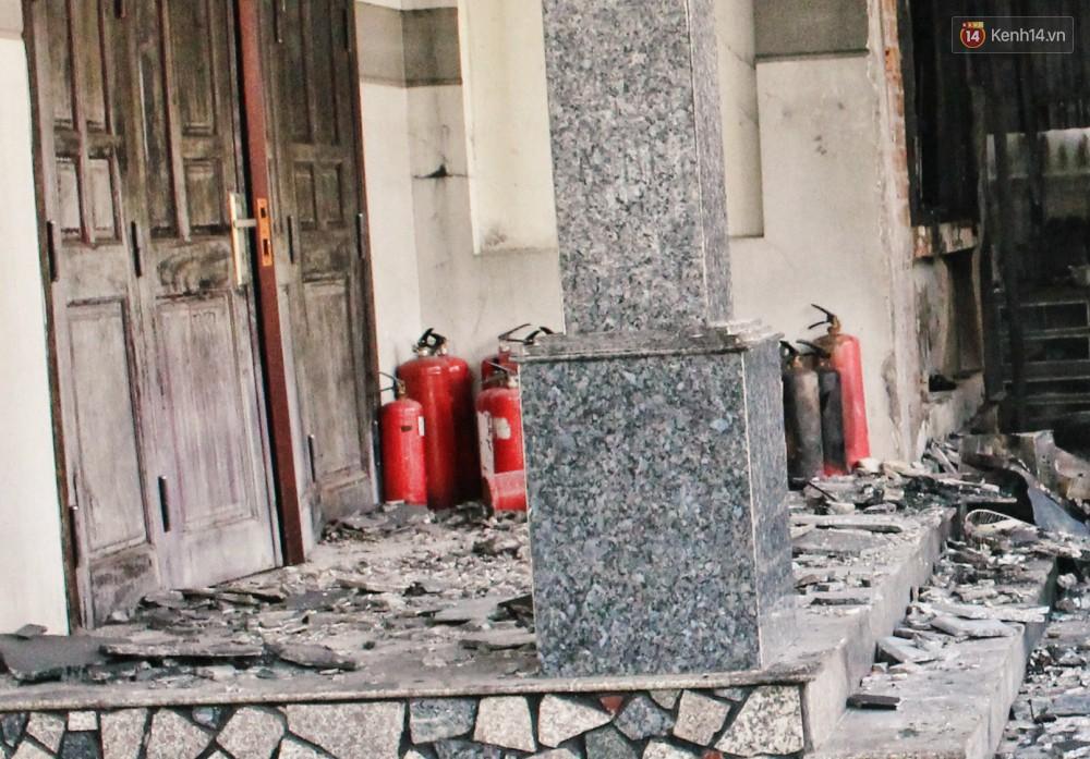 Chùm ảnh: Hiện trường vụ cháy tang thương ở Vũng Tàu khiến bé gái 10 tuổi tử vong cùng bố mẹ - Ảnh 11.