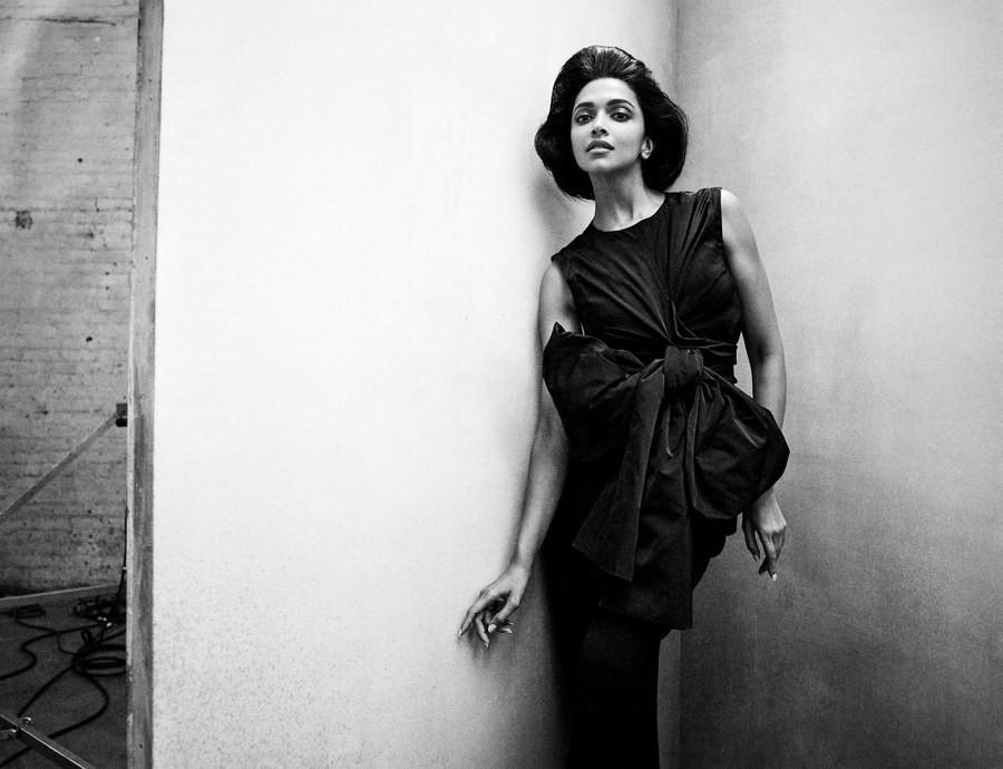 Lên bìa Vogue Mỹ cùng dàn minh tinh thế giới, bao nhiêu thần thái của Angela Baby bay biến sạch sẽ - Ảnh 4.