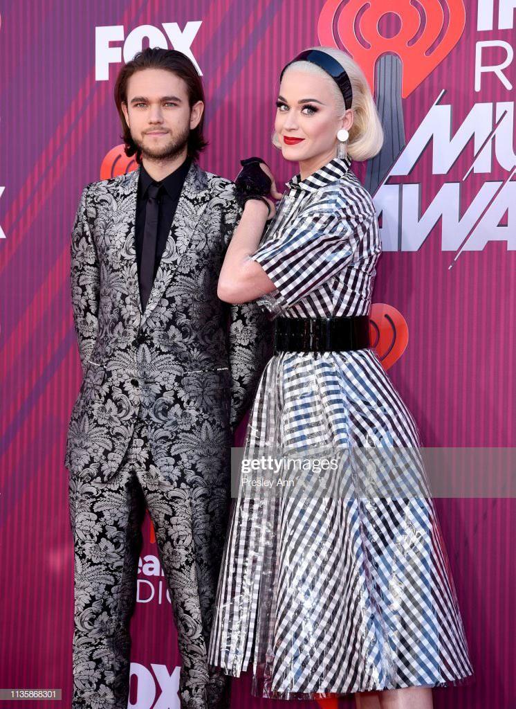 Chạm trán cùng sự kiện, Katy Perry được hỏi về màn kết hợp với Taylor Swift và câu trả lời vô cùng bất ngờ - Ảnh 2.