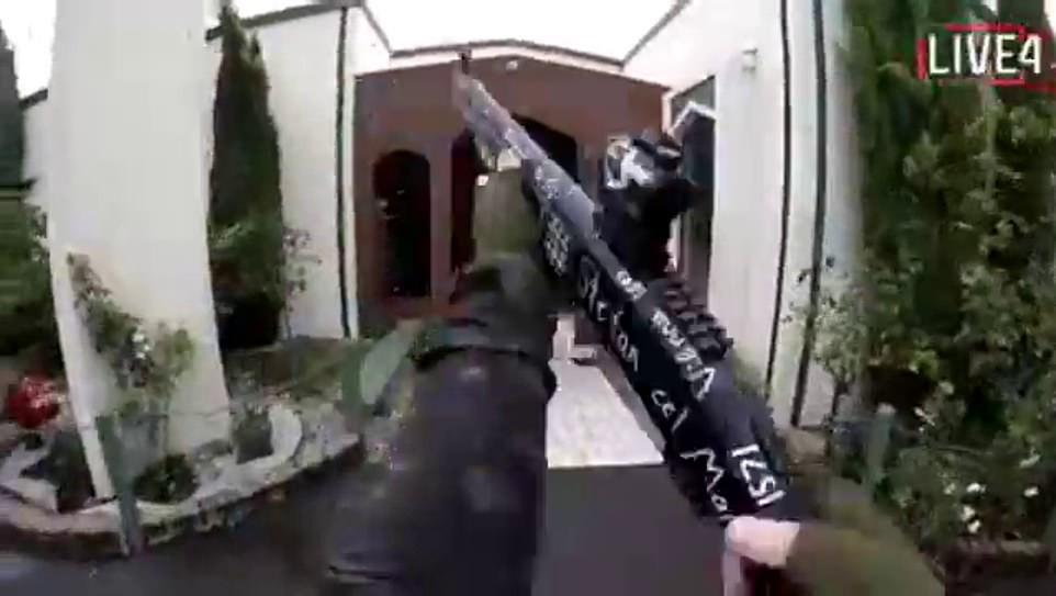 Xả súng đẫm máu tại New Zealand: Kẻ thủ ác livestream từ đầu đến cuối, ít nhất 49 người thiệt mạng - Ảnh 2.