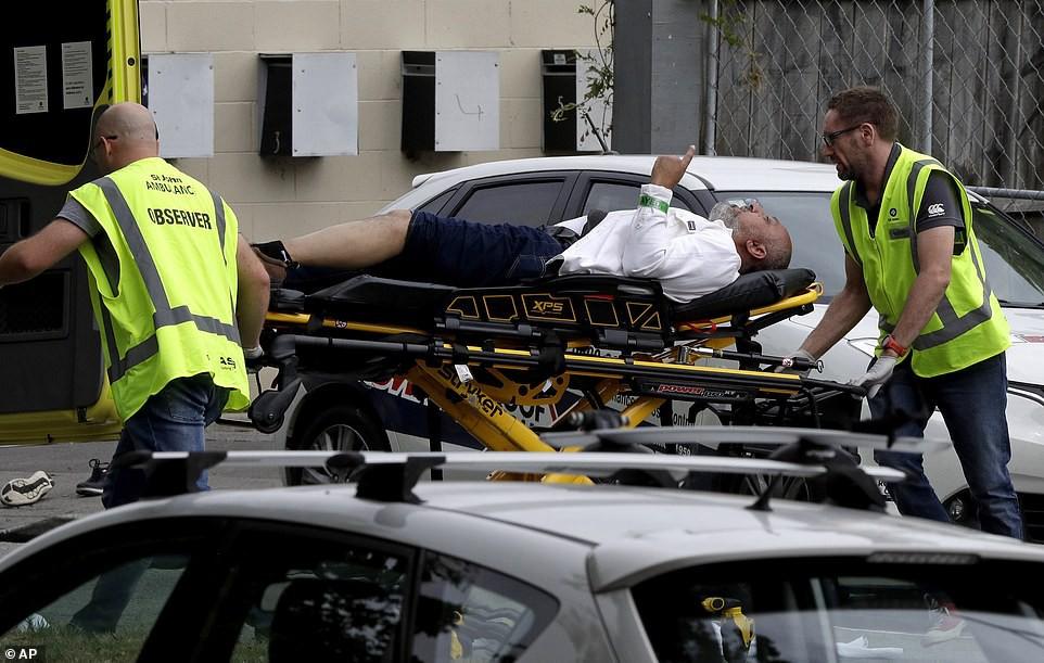 Xả súng đẫm máu tại New Zealand: Kẻ thủ ác livestream từ đầu đến cuối, hàng chục người thương vong - Ảnh 7.
